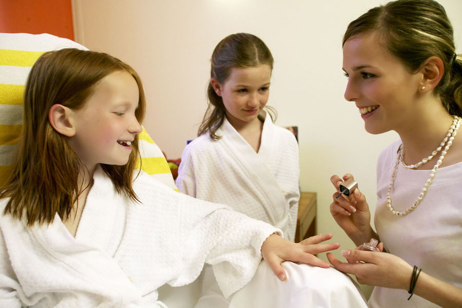 c37b660a69 Relaxen in den Hängematten; Wellnessgenuss für unsere kleinen Gäste  Wellnesszeit für die Kleinen. Wellnessangebote speziell für Kinder.  Schnupper Massage ...
